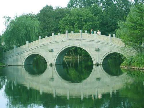 在古代,神州大地曾同时分布有36个西湖,至今,仍存31个:它们是杭州西湖