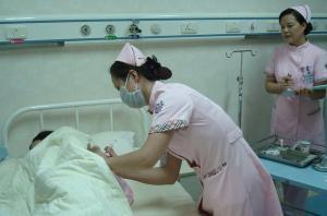 女注射室打针(共10篇)