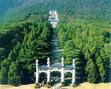 全部版本 历史版本    当时,孙中山先生的葬事筹备处广泛征集陵墓设计