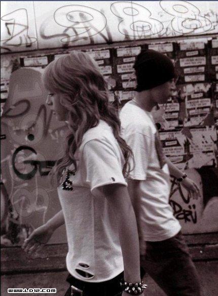 爱情是男女间基于一定的社会基础和共同的生活理想,在各自内心形成
