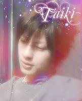 可是右眼方的泪痣是是注定了他的坎坷?