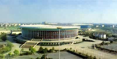 少于3000个的称为小型体育馆,介于两者之间的称为中型体育馆.