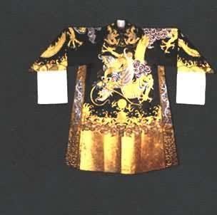 现为上海戏剧服装用品厂的主要设计师.