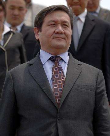 编辑摘要   恩赫巴亚尔1958年生于乌兰巴托市.1980年毕业...