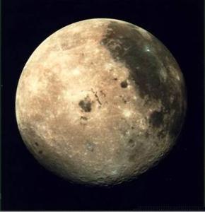 """专家们相信,""""卡西尼""""号在对土星卫星群的探测中,还会有新的发现."""