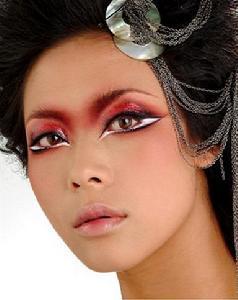 4,创造力思想训练:时尚彩妆(烟熏妆,叠彩妆),艺术时尚妆(金属妆,创意图片
