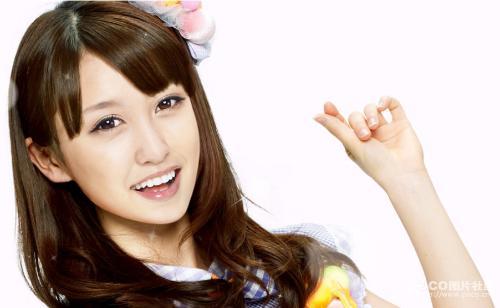 鼻子来自板野友美,嘴唇来自篠田麻里子,发型,脸型和身材来自大岛优子.
