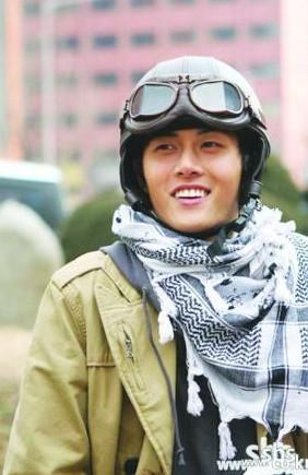 2004年第25届韩国青龙电影节最佳男新人(《空房子》)2005...