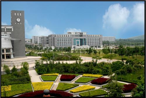 由山东省青年管理干部学院改制设立的普通本科院校,其办学基础是创建