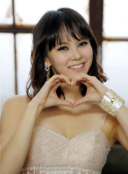 学生校服广告模特出生的金智宇2001年出演mbc