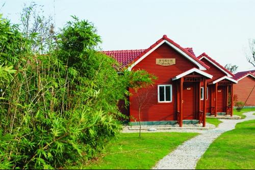 金龙门生态休闲园的小木屋度假中心是园区的住宿中心,19栋别墅式小