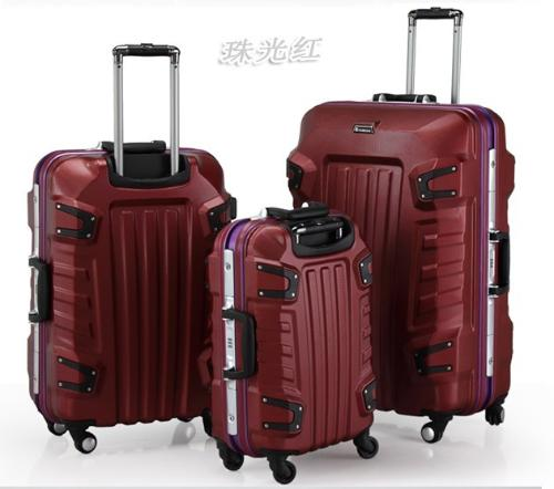 甚至于rimowa已成为铝制旅行箱