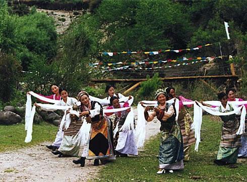 哈达舞   的社会交往中,哈达的使用比过去更广泛、更普遍,...