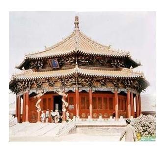 中国古代宫殿建筑采取严格的中轴对称的布局方式,古代宫殿建筑物自身