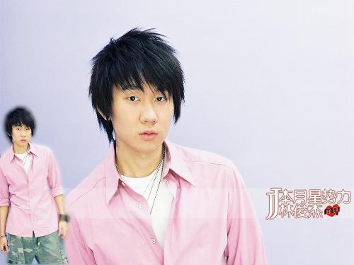 2009年与林俊杰合作演唱《表达爱》并一起拍了可爱多09年的新广告