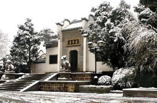 古琴台 【琴台简介】  古琴台,又名伯牙台,位于武汉市西麓,...