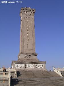 纪念碑采用17000多块花岗岩和汉白玉砌成