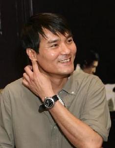 1988年林家栋参加香港无线电视艺员训练班第十五期加入演艺圈,在198图片