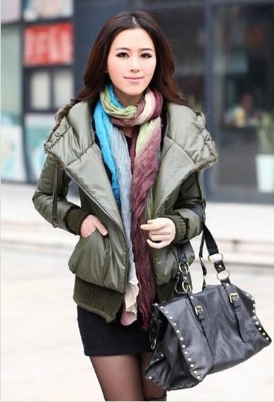绿色外套搭配2:修身显瘦的军绿色棉衣搭配黑色的毛呢