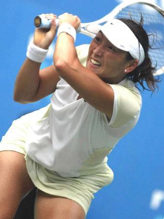 飞奔的杉山爱  日本网球女双选手杉山爱、森田由美和男单...