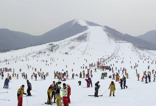济南金象山旅游风景区位于山东济南南部山区锦绣川