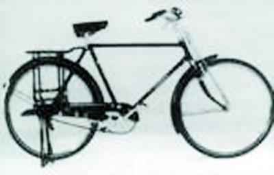 并通过链条与链轮相连接,构成二八自行车的驱动系统.