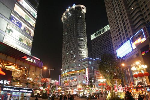 观音桥步行街地处重庆市江北