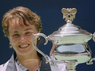 1971年12月18日出生于西班牙,女子网球运动员.桑切斯凭着...