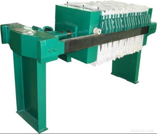液压压紧板框式压滤机由主机(机架和滤室),液压部件和电气等部分组成.图片