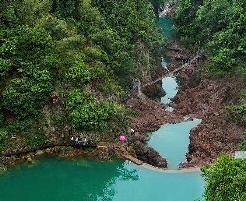 夹溪风景区(浙中大峡谷) 现为省级风景名胜区,地处磐安县东北台地区