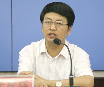 公共管理硕士中共党员,历任信阳县副县长,罗山县县长图片