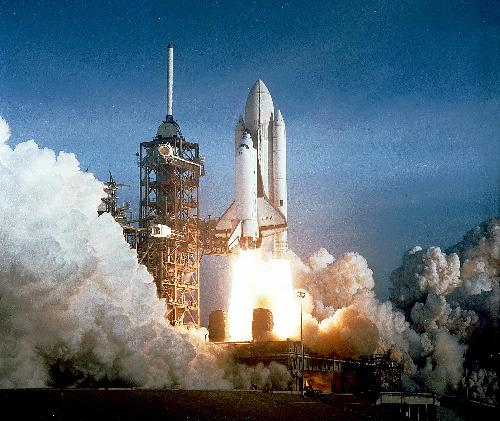 太空飞船的发展日新月异,美国宇航局航天飞机,俄罗斯联盟号宇宙飞船