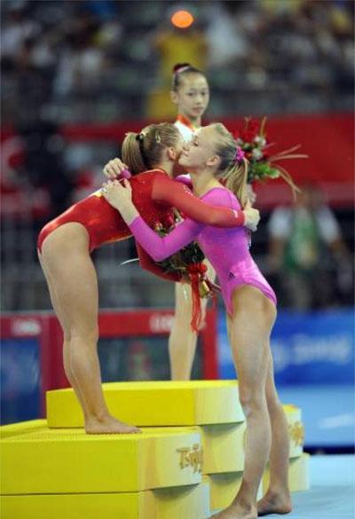女子体操全能比赛裸体