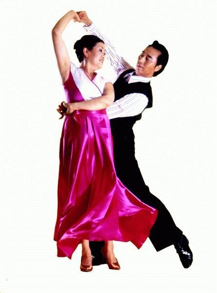 交际舞慢三花样_快三的舞姿与慢三稍稍有些不同, 原来男孩的右手在女孩左肩胛骨下方
