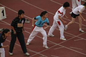小学体育站立式起跑教案图片