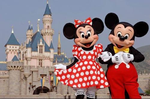 和海外又陆续开了5家,分布在4个国家和地迪士尼乐园于1955...