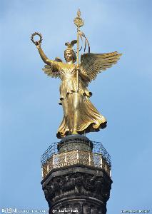 眼睛在夜里发亮的猫头鹰,还有公鸡和毒蛇,对于眸子明亮的女神雅典娜