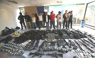竹联帮武器_墨西哥黑帮_互动百科; 从墨西哥黑帮处缴获的武器; 漫画黑帮