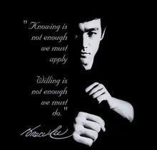 他完美的把哲学与武术融合在一起.