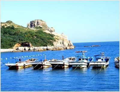 白翎岛上可看到sagot海水浴场和头武津海岸.