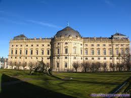 宫殿与都城的关系:春秋以前宫殿同都城的关系尚待
