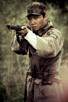 狙击电视剧优酷网_鬼子狙击手打中了战士,站起身洋洋得意,谁知下一个中枪的是 ...