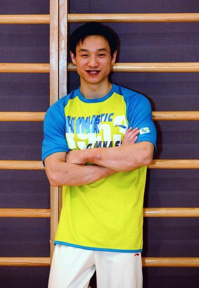著名运动员杨威在生活中照片