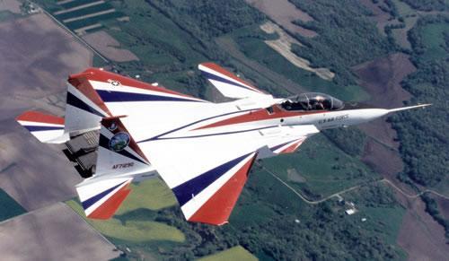 反推装置原本设计用于飞机进近/着陆阶段的速度控制,也可用于飞行中