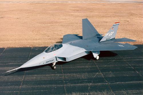 设在翼下的进气口隐身效果虽然远不如翼上的好,但这极利于改善飞机的