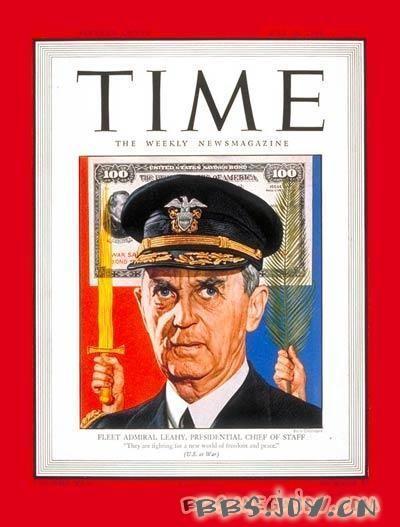富兰克林·罗斯福总统为他举行了一个小型仪式,授予勋章一枚.图片