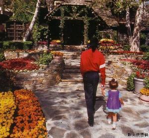 全部版本 最新版本  编辑摘要 摘要  梦幻岛庄园是迈克尔·杰克逊的名