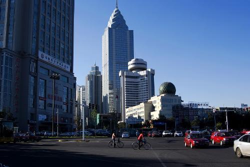 乌鲁木齐城市建筑风貌; 标题:乌鲁木齐小西门; 新疆省会乌鲁木齐