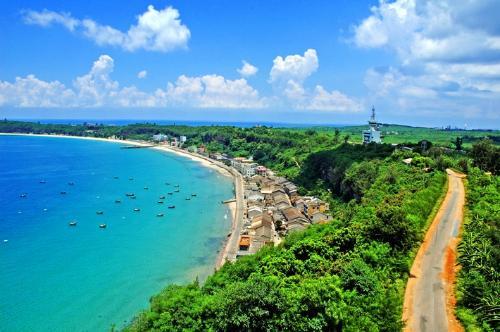 涠洲岛位于广西北海市正南面21海里的海面上,距北海市区36海里,是
