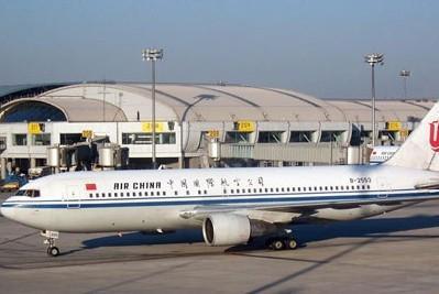 波音767-200客机